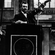 Bild 037: Otto Wels 1933 vor dem Reichstag [Archiv der Sozialen Demokratie]