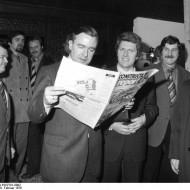 Bild 046: Dieter Haack beim Besuch einer Baumesse [Bundesarchiv]