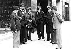 Bild 039: Mitglieder des SoPaDe-Vorstandes [Archiv der Sozialen Demokratie]
