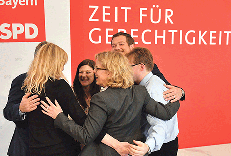 Bild 403: Die neue Führungsspitze der BayernSPD: Landesvorsitzende Natascha Kohnen, Generalsekretär Uli Grötsch, die StellvertreterInnen Marietta Eder, Johanna Uekermann und Martin Burkert sowie Schatzmeister Thomas Goger.