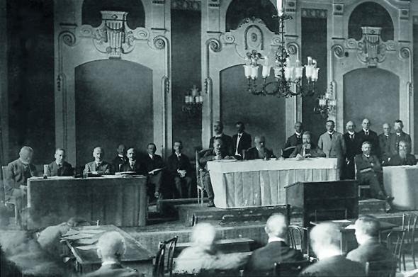Bild 031: Die mehrheitssozialdemokratische Regierung Hoffmann und das bayerische Landtagspräsidium im Bamberger Exil [Bildarchiv Bayerischer Landtag]