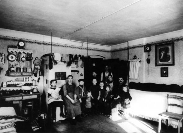 Bild 004: Arbeiterwohnung [Archiv der Sozialen Demokratie Fotoarchiv]
