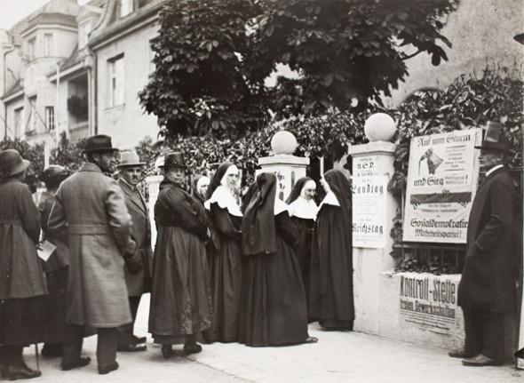 Lexikon Bild 020: Teilnahme von Frauen an den Wahlen von 1919 [Stadtmuseum München]