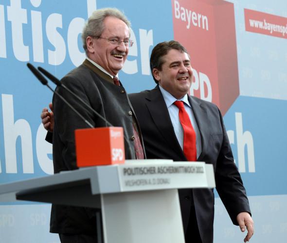 Bild 070: Aufbruchstimmung beim Politischen Aschermittwoch: Christian Ude und Sigmar Gabriel [Rolf Heinz Seyboldt]